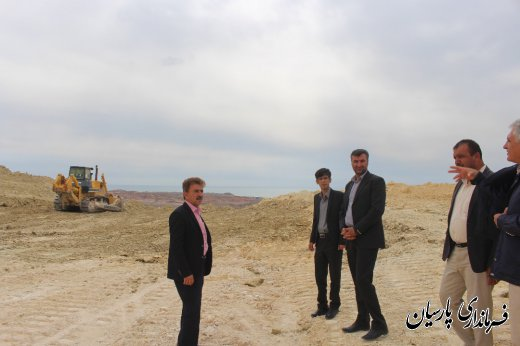 دکتر میرزاد فرماندار شهرستان پارسیان از پروژه های در حال احداث  اتوبان پارسیان به بندر بستانو ، اصلاح هندسی پیچ عمانی و ۴ کیلومتر نرسیده به پاسگاه بندو بازدید کردند