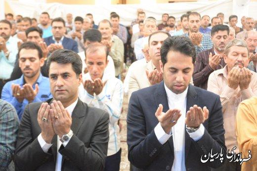 اقامه نماز عید سعید فطر در شهر پارسیان با حضور فرماندار پارسیان